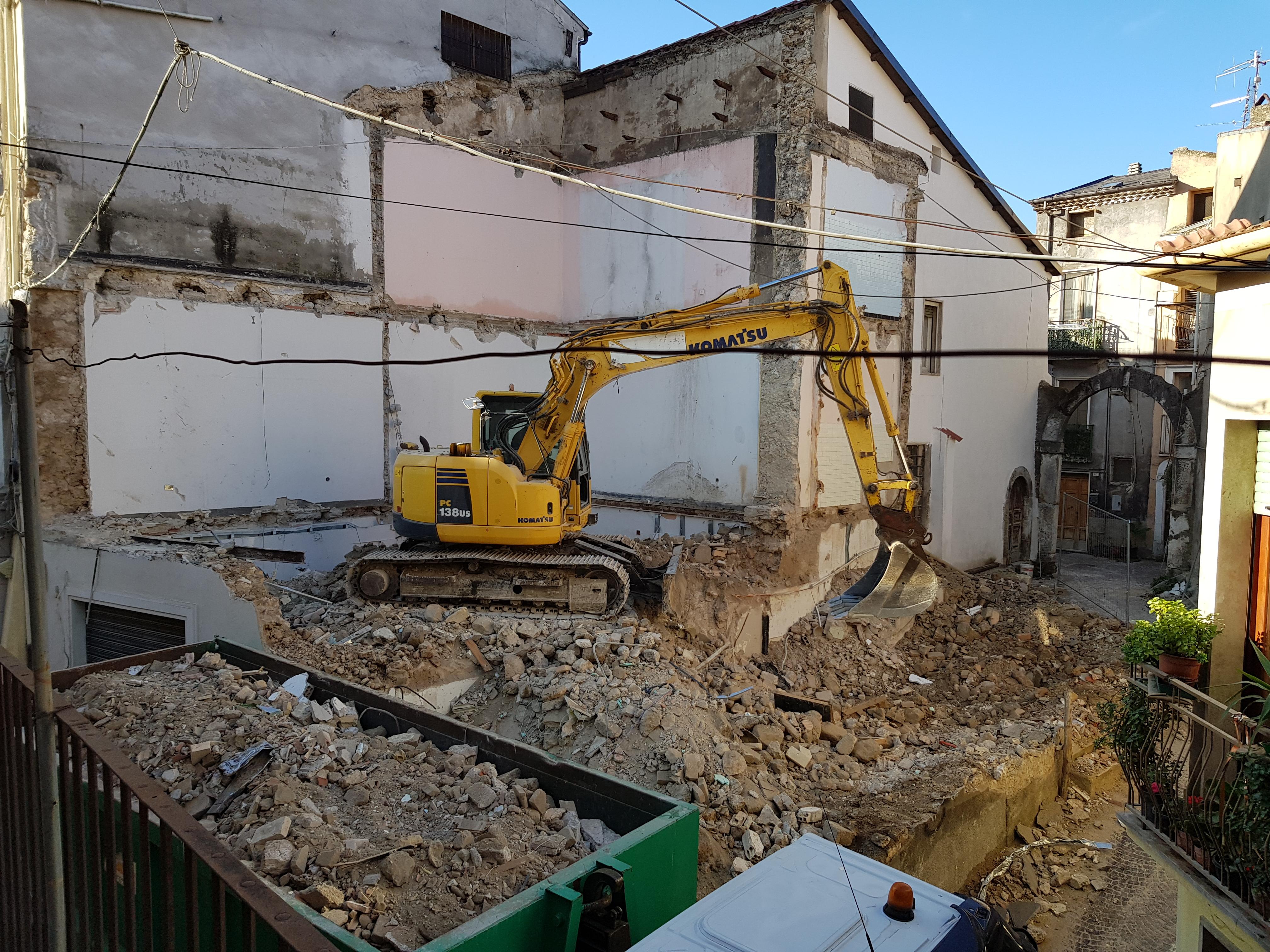 Ristrutturazione con Demolizione e Ricostruzione di Edificio privato