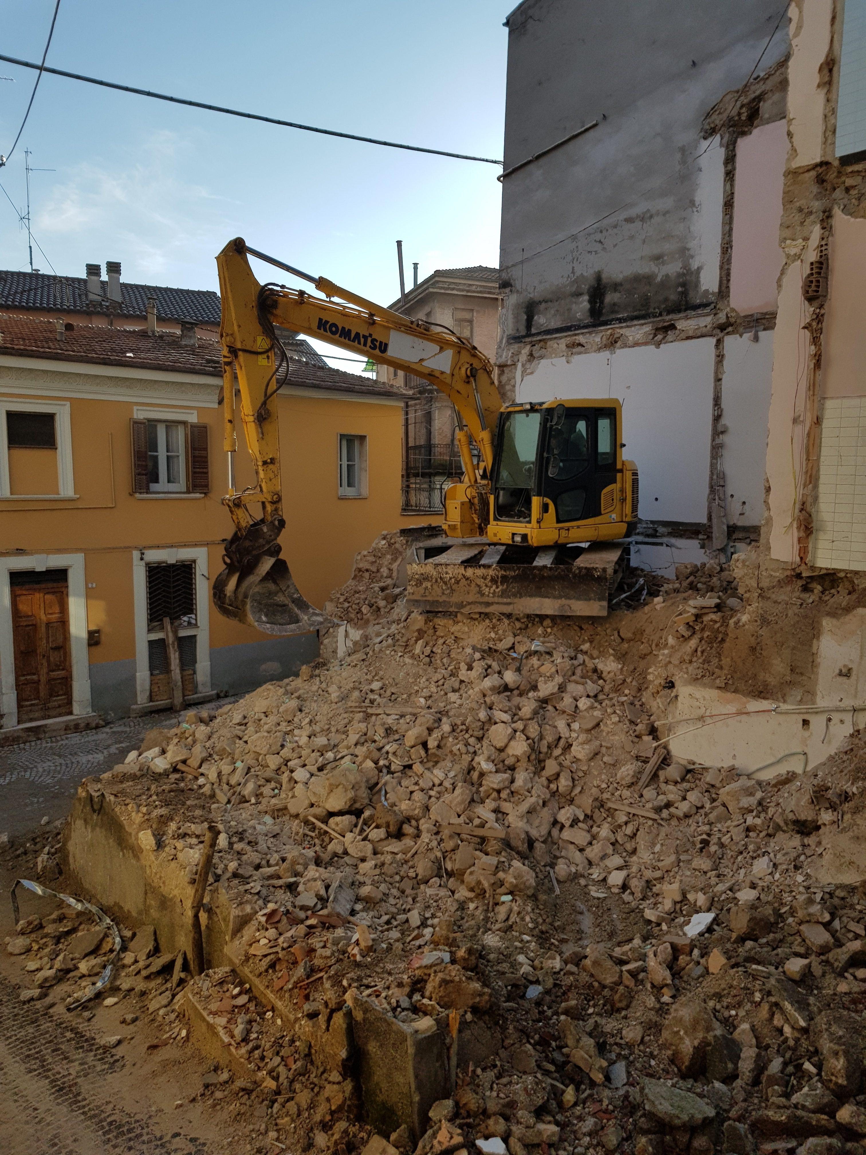 demolizione, costruzione, demolizione e costruzione, ricostruzione, adeguamento sismico, abruzzo, l'aquila, pratola peligna, infotecnica, studio infotecnica